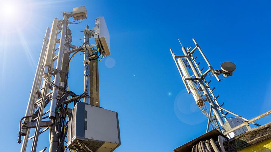 5G antenner. Licens: Shutterstock.com (750428755)